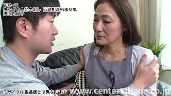 淡白な夫のせいで、息子を出産してからはずっとセックスレス状態だった由紀子。長いあいだ淋しい夜をオナニーで紛らしてきた由紀子だったが、なんとその一部始終を息子の明に見られてしまった。