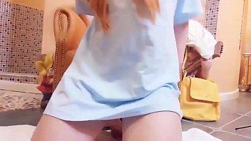 夏服の女子中学生がキュウリをメス顔でペロペロしゃぶる変態プレイのロリ系動画