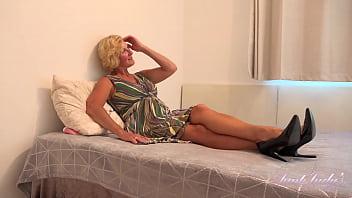 56yr-old Big Tit Cougar Molly