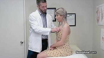 Geile Arzt finger tief in...