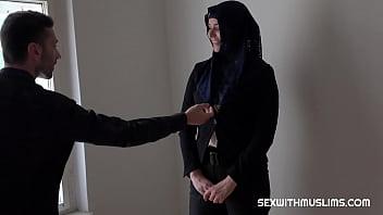 Трахнул мусульманку