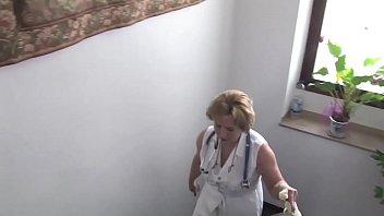 Versione free - Dottoressa matura, visita e viene scopata dal paziente con il cazzo dritto