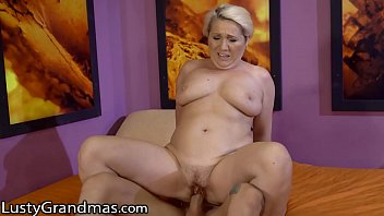 Hot GILF Is Pounded After Resolving His Problem