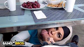 Mia Khalifa fucks in hot threesome