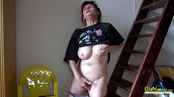 Mature mom uses her fingers to masturbate