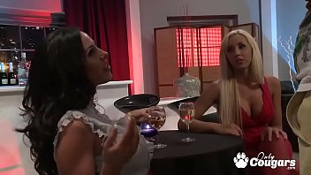 Cougars Jessica Lynn And Veronica Rayne Have A Threesome At The Bar