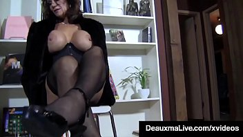 Mature Mommy Deauxma wraps her...