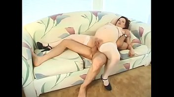 Pregnant milf Scarlet Kitte gets her cunt licked before sucking guy's dong