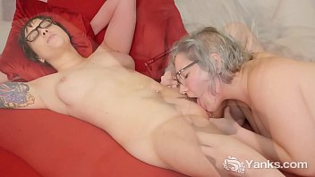 Yanks lesbian cuties Clementine & Vi licking their snatches