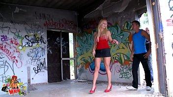 Doble penetration con Tamara en una casa abandonada