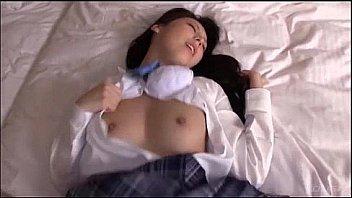 ロリ巨乳JCがマッサージ中にクリを弄られて痙攣の美少女動画