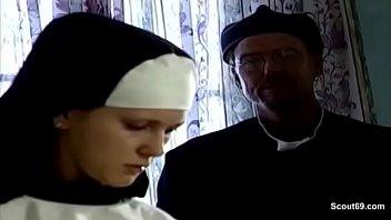 Auch Nonnen brauchen mal einen Schwanz im Kloster