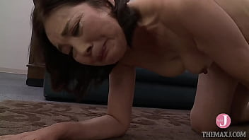 Stiff-haired 50-year-old mother gives herself to company president for her son-in-law Fumi Seino
