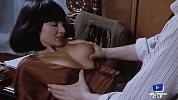 Ma secrétaire sexy aime la sodomie