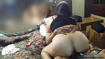 Swinger Culona esposa mexicana sacandole leche a su corneador a sentones