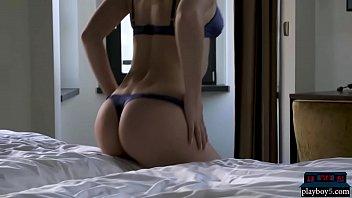 Hot babes donner un strip-tease...