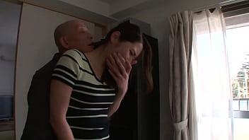 花咲いあん 不倫を見られ、写真を撮られ脅された。 オナニー動画を要求されたり、夫の寝ている隣でも犯され…次第に感じていく。