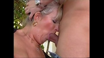 Zia Elvira me lo succhia e me lo aspira (Film Completo)