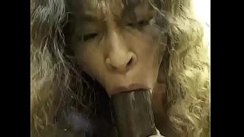 Interracial BJ from Mature woman