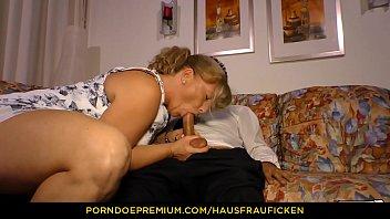 HAUSFRAU FICKEN - Chubby mature kinky blowjob and fuck