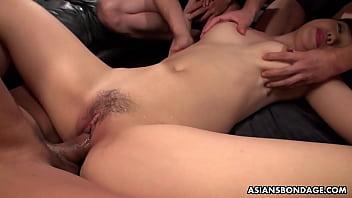 Asian babe fucking