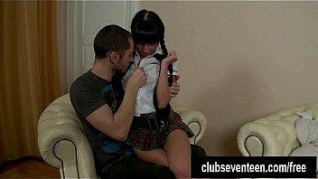 ロリ少女たちがドM男のアナルに指をねじ込んで変態調教のロリ系動画
