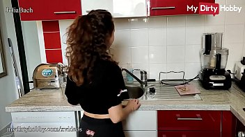 Reife Hausfrau mit Mega Körper lässt sich gerne als Escort buchen und in die Fotze wichsen