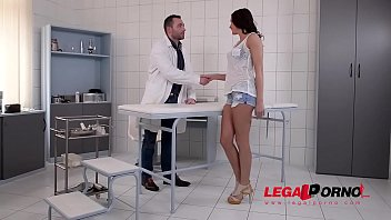 Patient Felicia Kiss hardcore fucked at the XXX DDF clinic for horny babes GP586
