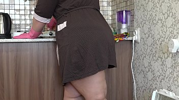 BBW with a big ass masturbates while cleaning the kitchen, with a dildo fucks anal and fingering hairy pussy.