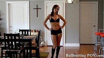 Brutales CBT Ballbusting bei BDSM Usertreffen mit einer Lady