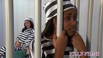 GRAND THEFT AUTO PRISON GIRL LICKS PUSSY