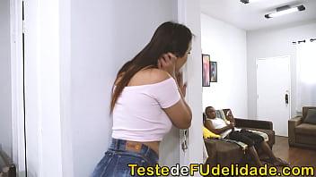 Amanda Borges a sobrinha gostosa que deu seu cuzinho para o Tio depois que ela o flagrou batendo punheta na casa dos seus pais