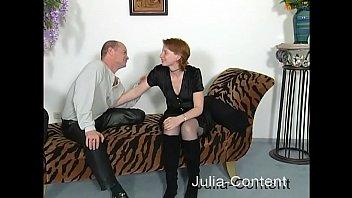 Deutsche Milf Dozentin auf Seminar blank von Student gefickt mit creampie