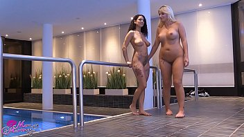 Lesbenspiele mit Tatjana Young