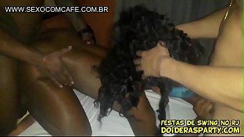 Preta carioca Maravilhosa numa suruba amadora real pro Jr Doidera gravar