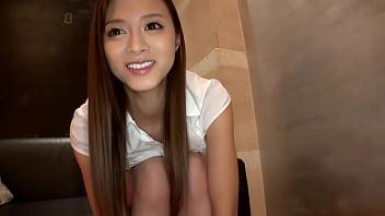 クールビューティ美女は国民的美少女グループのまいやん激似!!彼氏との初ラブホテルニャンニャン動画。