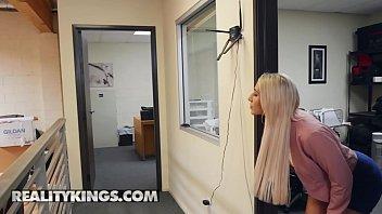 [09.26]酒店潛規則前來拍攝寫真的極品性感小野模,逼真粉嫩,對著鏡子讓她看自己被插,跪在沙發上狠狠后入.國語!