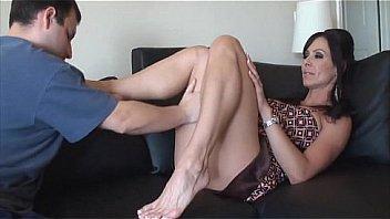 Kendra Lust obtient ses pieds...
