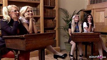 Notgeile Studentinnen treiben es am letzten Schultag miteinander beim Lesbensex