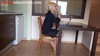 Nora Barcelona se masturba por la webcam de su ordenador