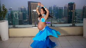 Hot Preggo Dancing