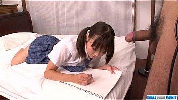 清純な優等生女子校生がオタク男に跪いて全裸で生フェラごの学生系動画