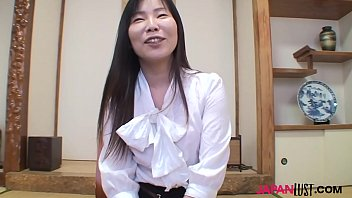 Stunning japanese mature woman with incredible ass, Reiko Hayami, getting pussy pounded doggystyle.