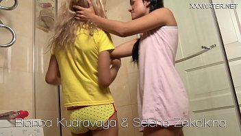 Hot lesbians lick and toy each-other