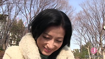 Unfulfilled Japanese milf with glamorous body satisfies herself with sex toys