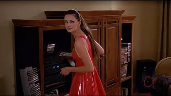 Сучка в красном латексном платье трахнула мужика