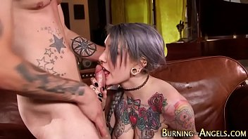 Goth babe gets fucked