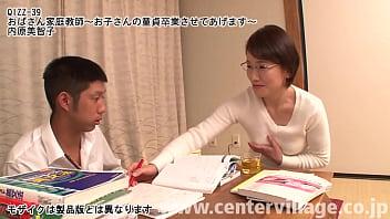 数々の崖っぷち受験生を救ってきた内原美智子先生。生徒のオチ○ポのヤル気は見逃さず、熟練の手コキやフェラで綺麗さっぱり抜きまくり、挙句の果てには童貞卒業までサポートしてくれる。