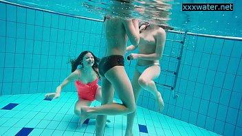 Hot girls strip eachother underwater