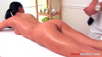 Pegas - Brunette Aime Les Massage Sexuel et les Grosse Queue